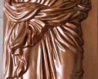 дева с кувшином бронза
